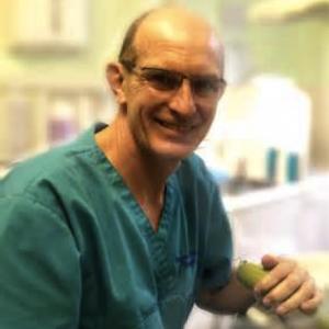 Dr Johan Visser