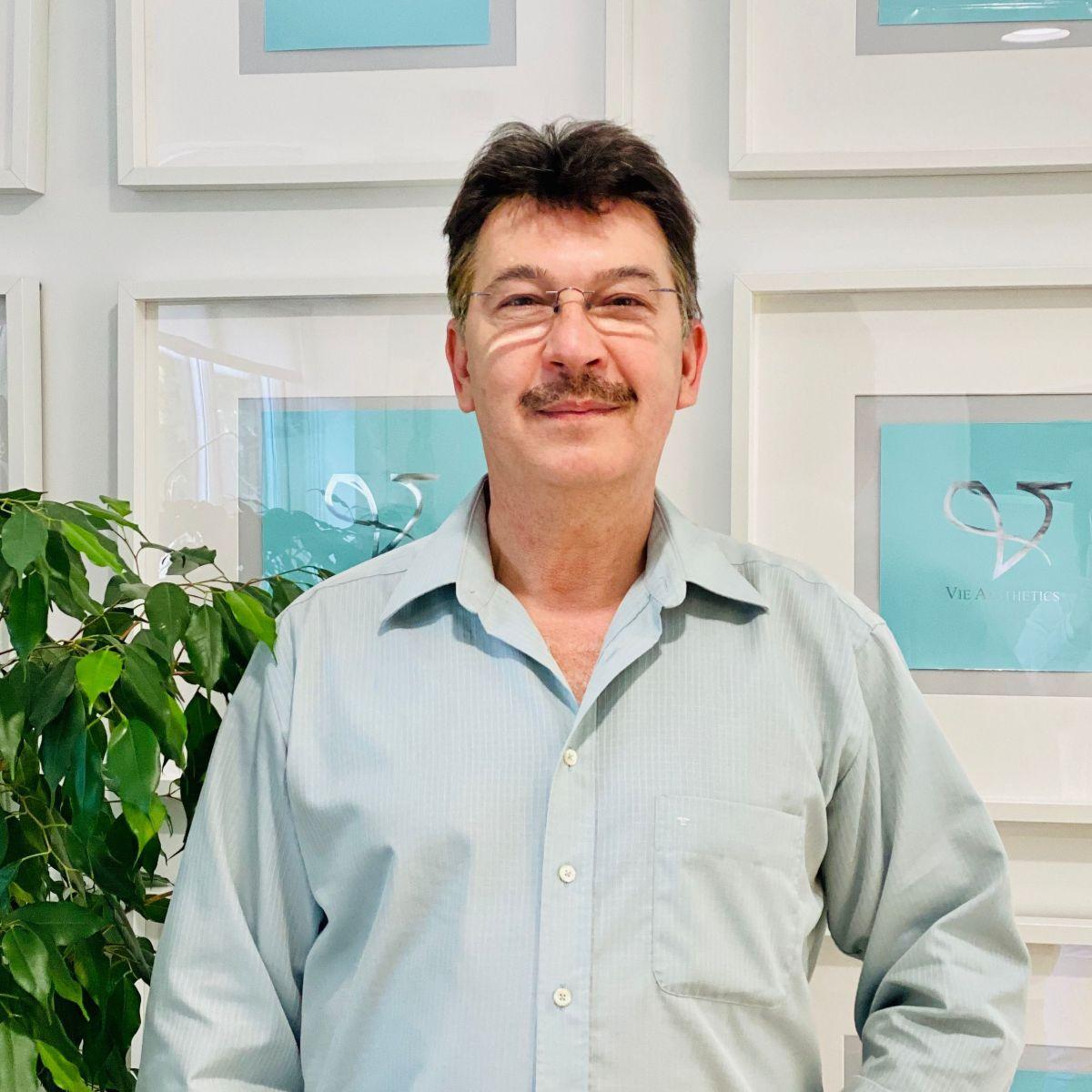 Dr. Antonis Petrou-Americanos