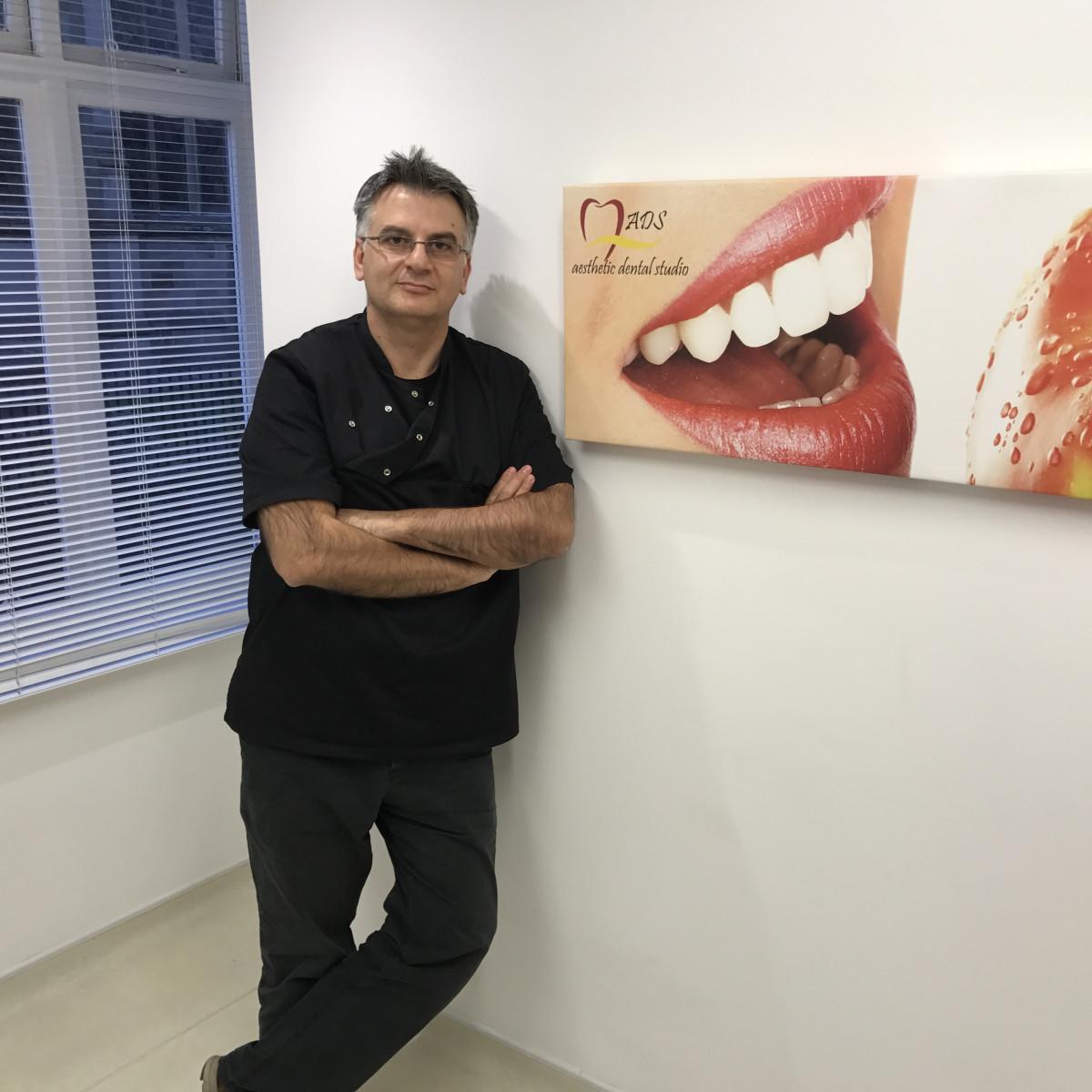 Dr Dimitrios Iliadis, DDS (Bel 1989), MClinDent in Prosth (KCL 2009)